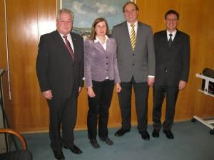 v.l.n.r.: Kreisrat Dietrich Herold, Kreisrätin Claudia Felden, Ministerialdirektor Dr. Hans Freudenberg, Bürgermeister Alexander Eger