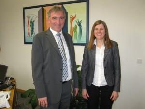 Claudia Felden im Gespräch mit Bürgermeister Karl Klein