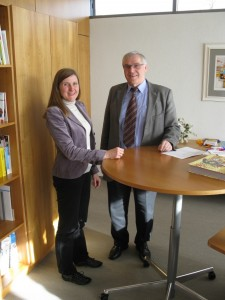 Claudia Felden im Gespräch mit Bürgermeister Werner Knopf.